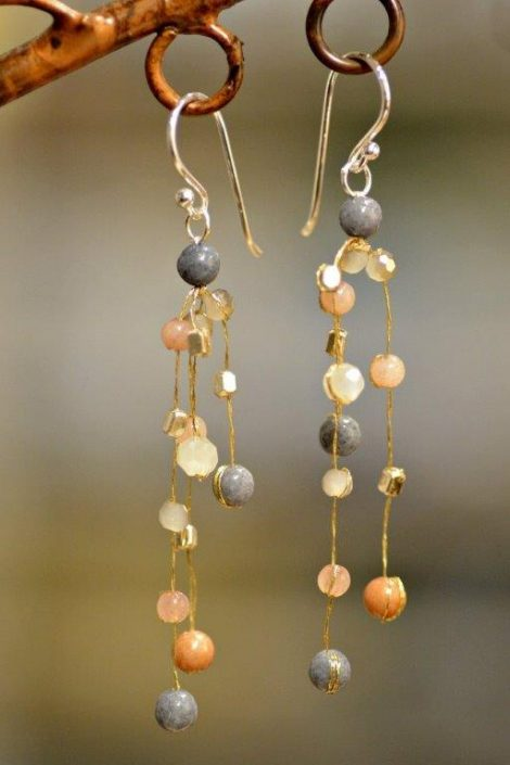 "Beaded ""floating"" jewelry"