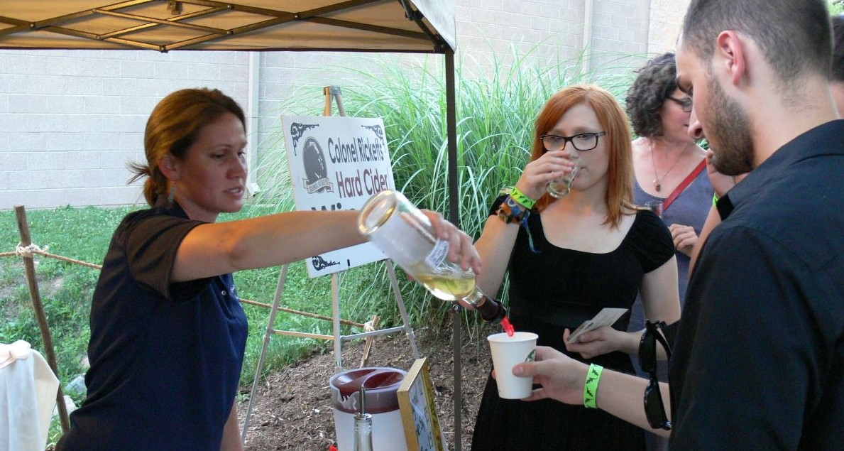 Serving wine up at the zoo | Winos & Dinos | Clyde Peeling's Reptiland